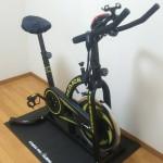 スピンバイクとALINCO(アルインコ) エクササイズフロアマット mini EXP100