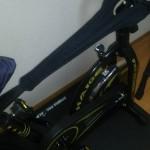 自転車を汗から守る 超吸水力ネット をスピンバイクにつかってみた
