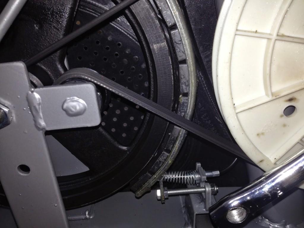 エアロバイクのホイール部分と磁石